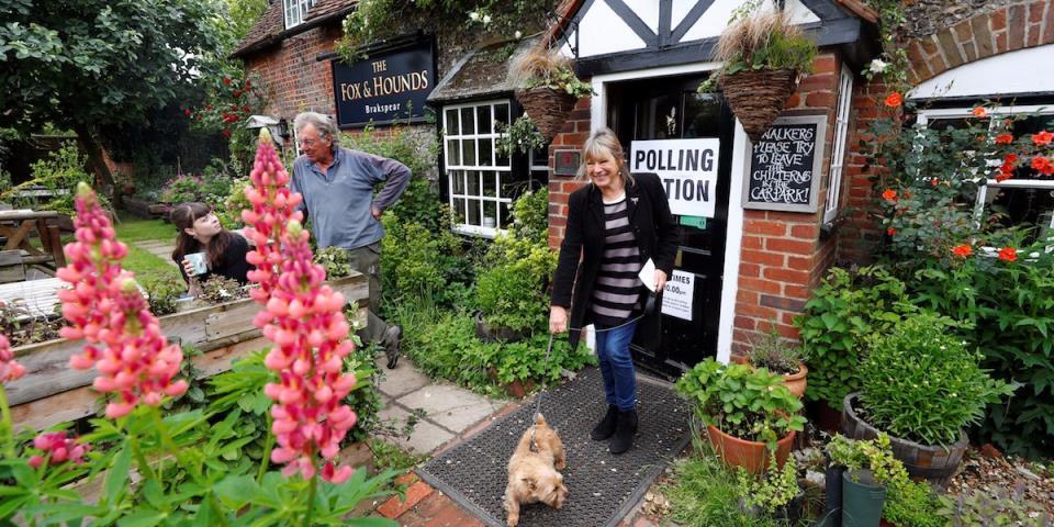 Polling Station General Election 2017 Dog