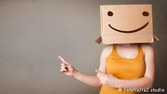 Woman with a brown bag and smiley on her head, Copyright: ra2 studio