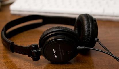 headphones, English listening sites better