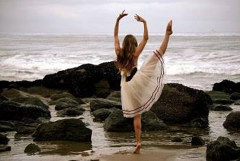 White skirt beautiful young girl dancing on the beach picture for whatsapp DP