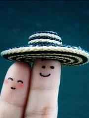 Love Couple Funny with wearing hat DP for Whatsapp